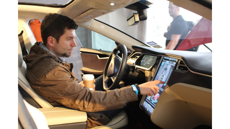 Why Carmakers Cannot Beat Tesla Or Apple